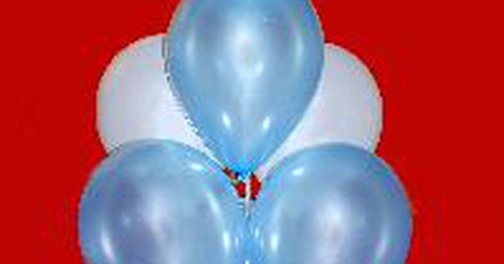 """Instrucciones para el árbol de globos de poda artística. Añade un toque de belleza o atractivo a tu fiesta de novia, de jardín o recepción con un árbol de poda artística, o """"topiary"""" (en inglés), con globos coloridos. Al mezclar y combinar colores y texturas de los globos y cinta, se puede crear una decoración llamativa que se adapta a casi cualquier tema."""