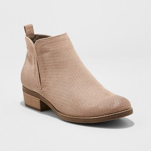 With an on-trend perforated shaft and cutaway stretch sides, these dv Women's Dylan Ankle Booties are the last word in understated chic. Stylish and super-versatile with a comfortably low heel and easy slip on silhouette, you'll be tempted to rock these adorable ankle boots 365 days a year!
