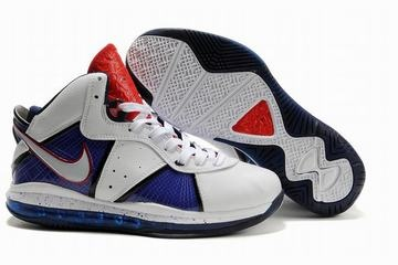 The shoe tongue inside through the Nike tornado design, the tongue consists of 23 imperial crown lion relief design, this ankle area in comparison to Nike Air Max Lebron VIII high, uses all holds Air the Max absorption of shock air cushion.