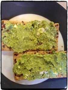 Deze zelfgemaakte sandwichspread kun je lekker op een boterham of cracker eten. Het is ook lekker als dip met rauwkost (paprika) of op een toastje. Op deze manier eet je ongemerkt groente bij de lunch… Ingrediënten voor een pot sandwichspread 200 gram doperwten uit de vriezer 75-100 gram feta 1 theelepel verse rozemarijn Bereiding Zorg[...]