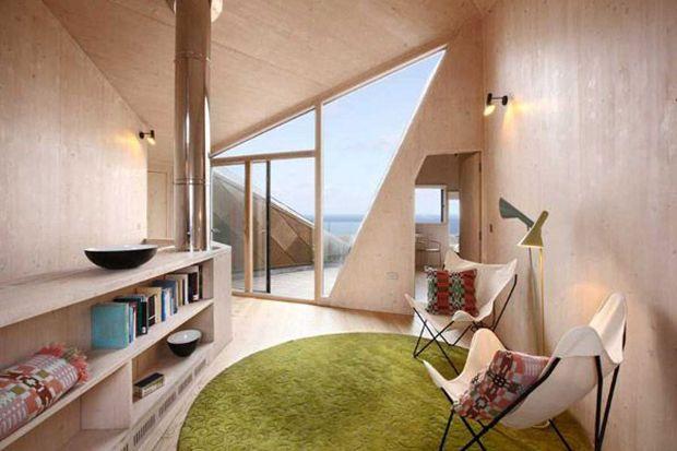 """Interni scandinavi - Articolo di AtCasa.it  La """"Casa della duna"""" degli architetti Jarmund / Vigsnaes AS ospita turisti in affitto nella regione del Suffolk."""