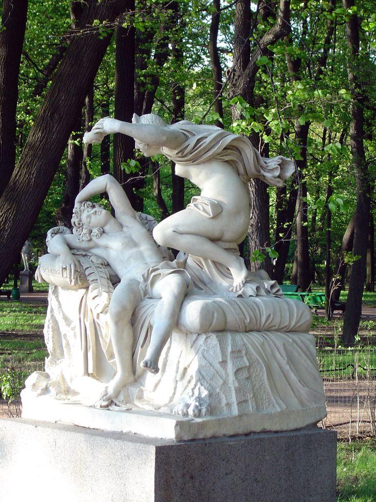 Летний сад , май 2006 г. (оригинальная скульптура, сейчас стоят копии)