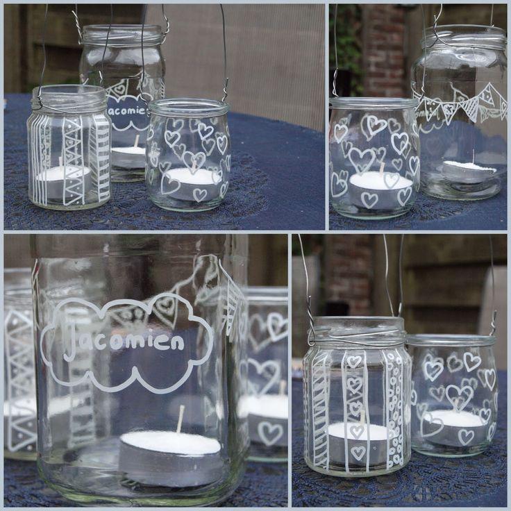 Glazen potjes versieren