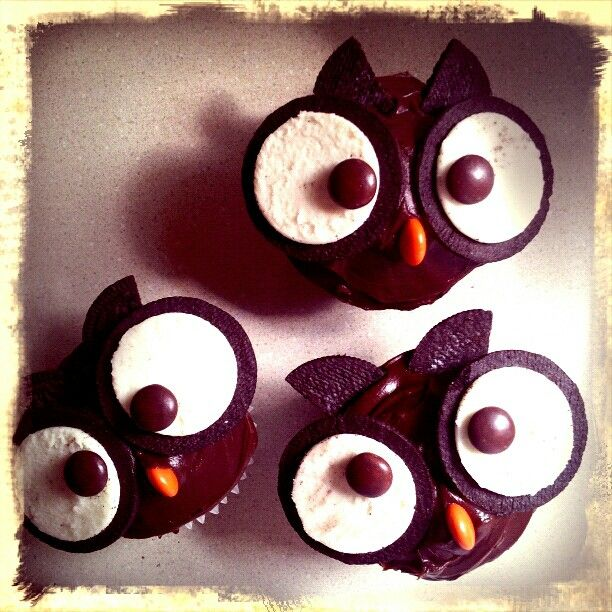 Owl cupcakes made with Oreo cookies and Reeses Pieces. Cute!