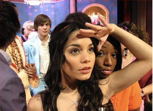 Funniest Celebrity Photobombs | Stars Who Photobomb - Zac Efron