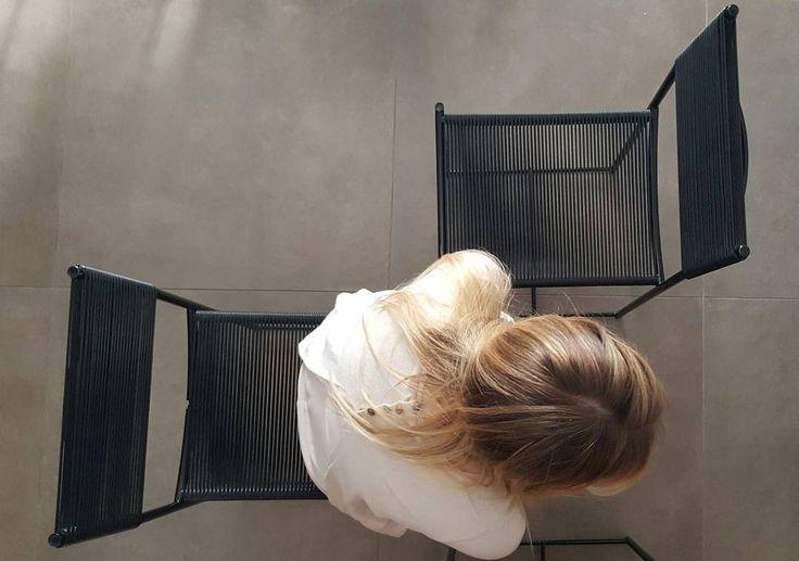 LIMITED EDITION FOR YOUR HOUSE ALIAS | SPAGHETTI CHAIR designed by Giandomenico Belotti È la prima sedia Alias ad entrare nella collezione del MoMA di New York. Simbolo della storia del design è un esempio di semplicità materica e formale, grazie alla sua sua struttura leggera in acciaio e ad un'insolita tessitura con tondini in pvc.
