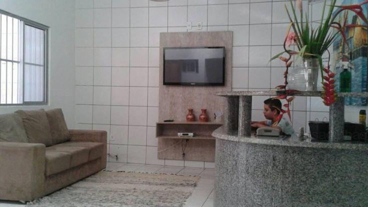 A Pousada Rei dos Reis está localizada no Arraial d'Ajuda, Bahia. Conforto e confiabilidade com suítes com ar condicionado, frigobar e TV. Próxima ao centro comercial Mucugê e centro histórico do Arraial d'Ajuda. Aproximadamente 500 metros da praia e do Eco Parque Arraial d'Ajuda.