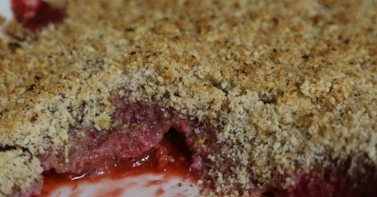 Berry and Rhubarb Crumble Low FODMAP