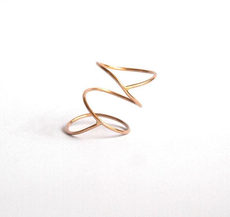Spiral Crossover Ring