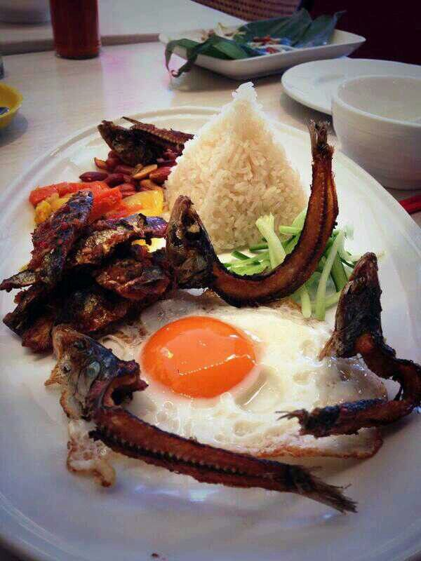 Nasi Lemak with sardine skeletons for our Shophouse Breakfast smackdown.  Unfortunately it didn't make it to the menu