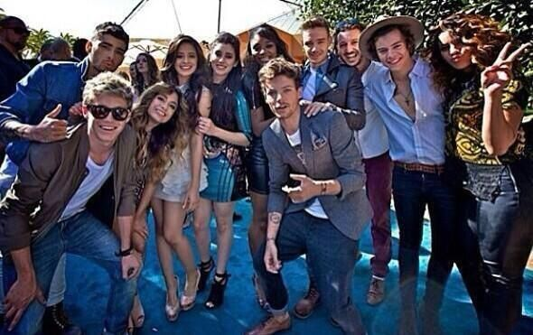 OH MY GOD!!! ONE DIRECTION AND FIFTH HARMONYY!!!! Best boysband and best girlsband in the world ♥