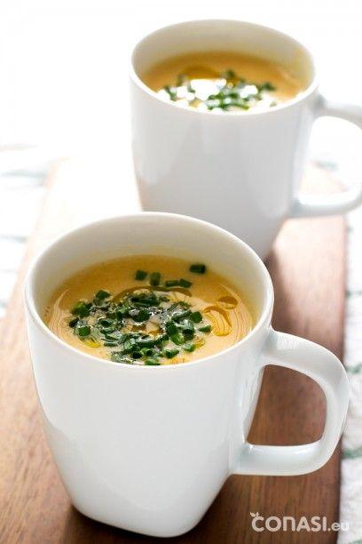 Sopa de calabaza, receta vegana perfecta para entrar en calor. Enriquecida con leche de coco, aceite de lino y salsa de soja.