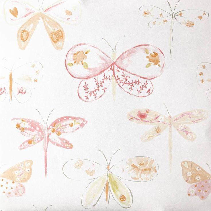 Caselio Vlinderbehang in oranje abrikoos geel Supermooi #vlinder #behang voor je kleine meid. Bijpassende uni's stofjes en randjes maken het geheel helemaal af:-)