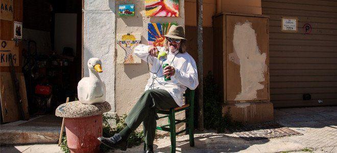 Η φοβερή ιστορία του «τρελού Τομ» της Πλάκας: Εφυγε από την Ιρλανδία για να γίνει η μασκότ της Αθήνας