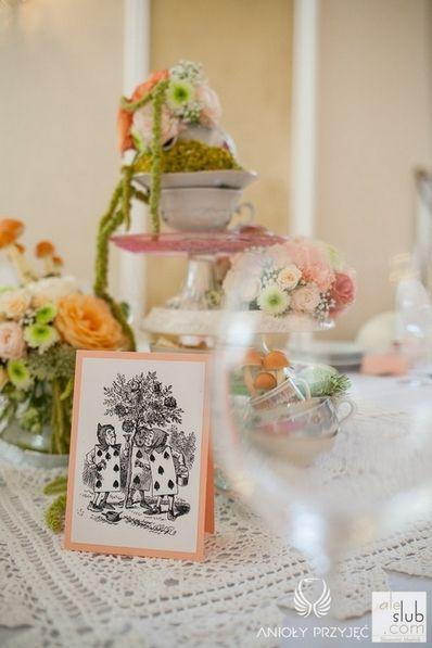 4. Alice in Wonderland Wedding,Centerpieces,Table number,Cup of flowers / Alicja w Krainie Czarów,Dekoracja stołu,Numery stołów,Anioły Przyjęć