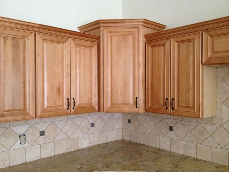 CW Honey Maple Cabinet Kitchen Pictures | Maple cabinets ... on Kitchen Backsplash With Natural Maple Cabinets  id=99937