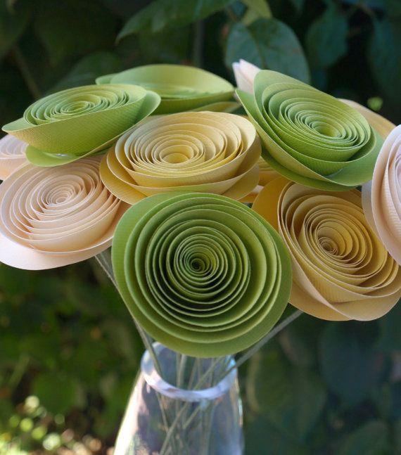 Crema amarillo y verde picante flores de papel / por PulpPetals