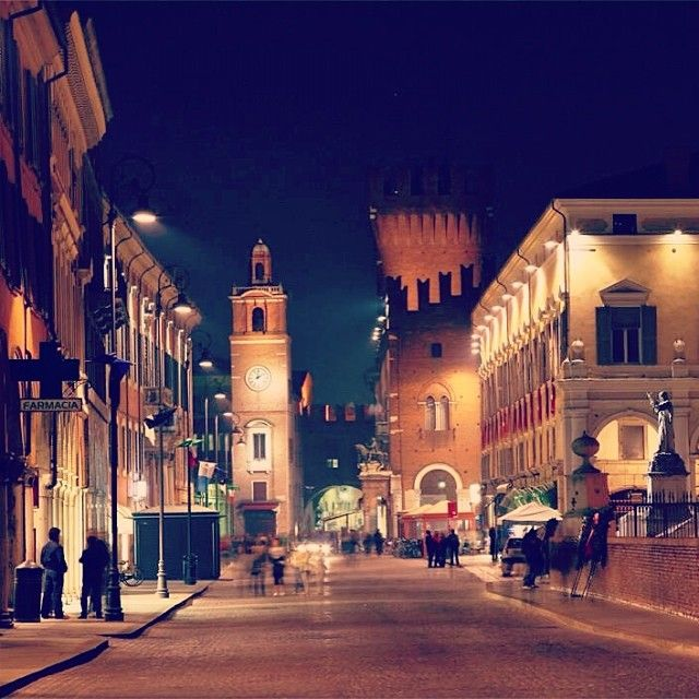 Ferrara di sera - Instagram by bomber9r