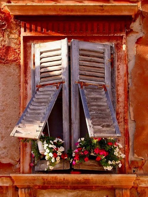 i want shutters to throw open.