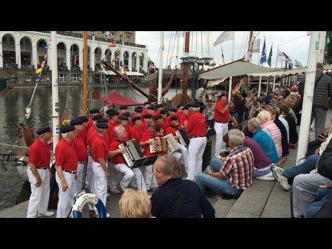 "HHLA-Shanty-Chor ""De Jungs vun de Logerhus"" - YouTube"