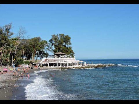 La Playa-Balneario conocida en Málagacomo los Baños del Carmen es un entorno del litoral del distrito Este de la urbe de Málaga. Se trata de un viejo balneario formado por un pabellón central y una zona de baño perimetral. Consta de una zona de playa, un bar con terraza, una extensa zona verde y 2…