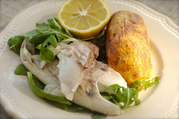 Рыба на пару прекрасно насыщает организм, легко  переваривается и усваивается при этом не отлаживается жир.  Полезнее продукта трудно даже придумать.