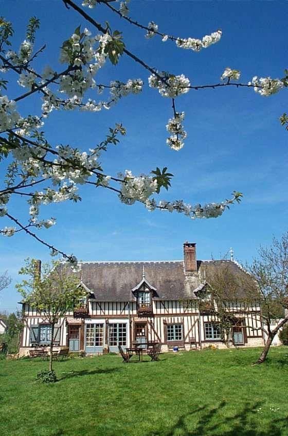 Apples farmhouse in Normandy, France une petite rénovation de toiture et ce sera comme neuf !