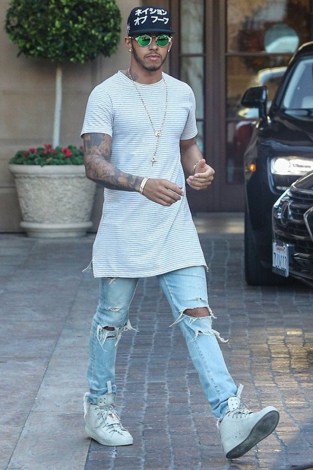 0090c2994bb Lewis Hamilton - Grabbing lunch with a friend at Sugar Fish on ...
