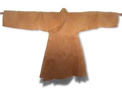 Jignyeongp'o This robe-like clothing first appeared during the Koryo period (918-1392) and was worn by low-level government officials. From the Chosun Dynasty (1392-1910), the clothes were also worn by commoners.