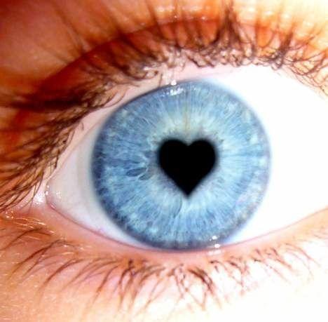Hartje in blauw oog.