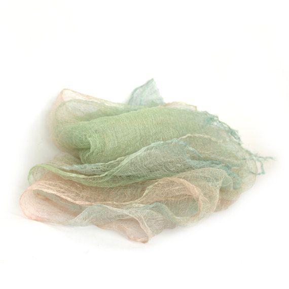 Handgeverfde organza zijden sjaal roze blauw groene puur