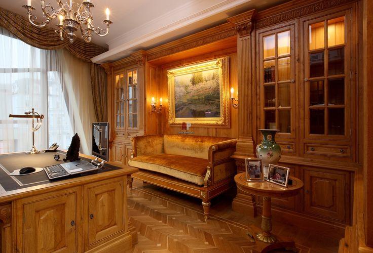 Квартира в классике с деревянной отделкой