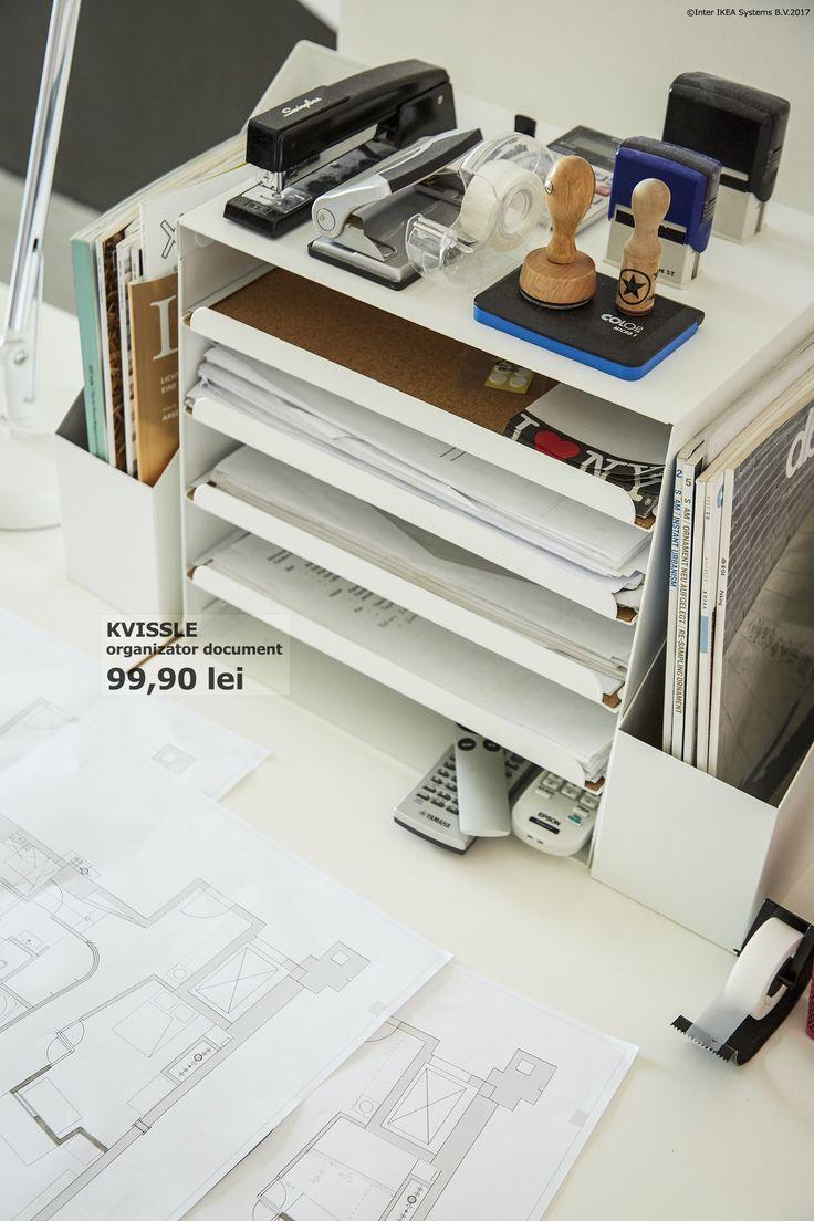 Dacă lucrezi de acasă, transformă inteligent spațiul de lucru cu un organizator de documente format din tăvi glisante și rafturi deschise.