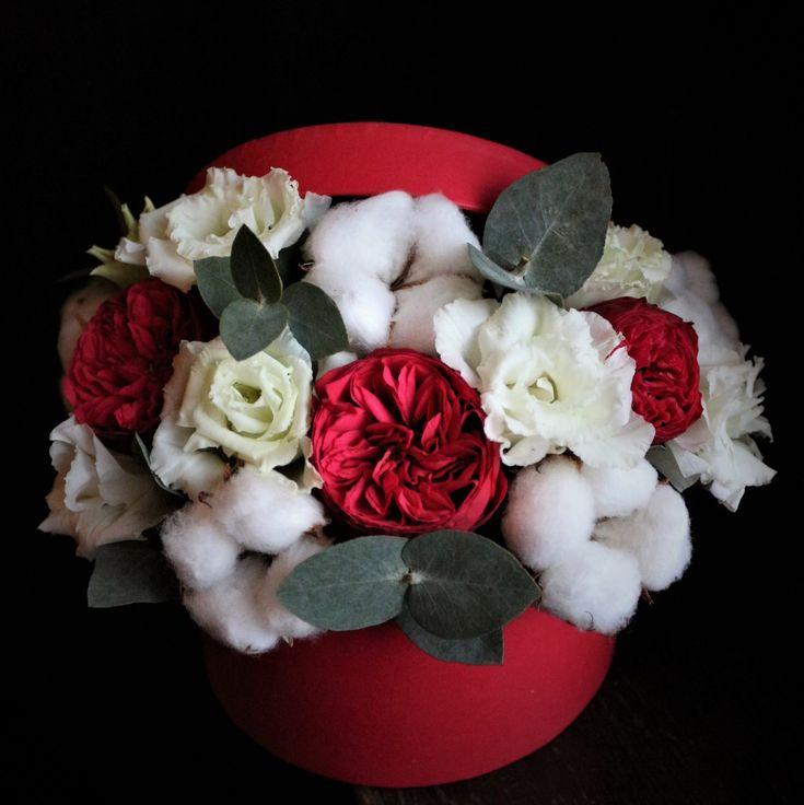 Culoarea iubirii #valentines #red #delicios #flowers #flowersinabox #flowerbox #flowersbox #flori #floriincutie #cutiecuflori #cadou #gift #giftbox #trandafiri #bumbac