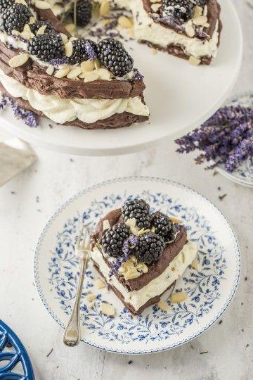 #karpatka lawendowa z jeżynami. #blackberries #lavender #cake #chocolate #delektujemy