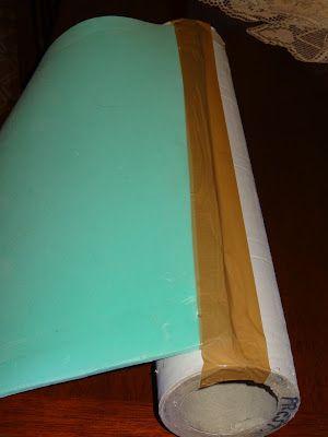 Para realizar la almohadilla hace falta: un tubo de cartòn ò de plàstico, 2 colchonetas de yoga, 1 funda a medida, cinta adhesiva anch...