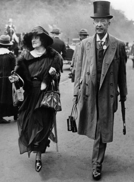 Almina Herbert, 5th Countess of Carnarvon. The Earl of Carnarvon developed an interest in Egyptology + became the financial backer of the search for Tutankhamun's tomb in the Valley of the Kings, Egypt, assisted by Almina's wealth. In 11/1922 Carnarvon was present with archaeologist Howard Carter at the opening of the tomb. In 3/1923 Carnarvon developed pneumonia, he died 5.4.1923, + Almina returned to England with his body. Later in 1923 Almina married Lieut-Col Ian Onslow Dennistoun.