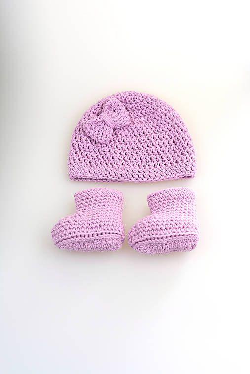 Súprava pre novorodenca je ručne háčkovaná z prírodného materiálu-z kvalitnej fialovej nórskej priadze - v pomere 50% merino vlny tej najvyššej triedy a 50% mäkkej, jemnej dlhovláknovej i...