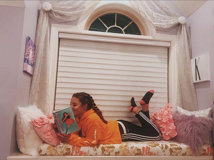 mackenzieziegler  maddieziegler  theaudition  book  author  reading   bedroom  window. 452 best   Maddie   Mackenzie Ziegler   images on Pinterest