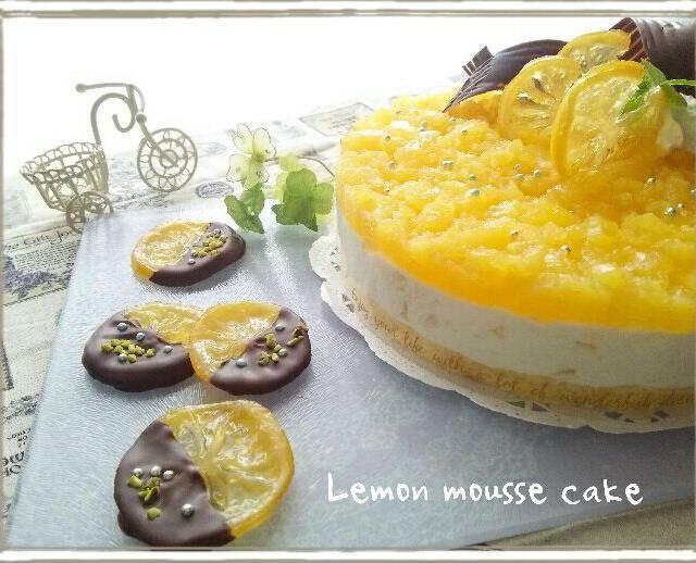 国産レモンが沢山あったので、レモンムースケーキとオランジェットのレモン版を!  ムースケーキにはレモンピールを。 うえのゼリーは100%オレンジジュースにレモン汁を入れたものです。クラッシュしてから押し付けるようにもりもりゼリーのせました✨  オランジェットのレモン版はなんて言うの?? レモンジェット?レモネット? さわこさーん❤教えてください(o´罒´o)ニヒヒ♡ 初めて食べ友します✨ ドキドキ - 235件のもぐもぐ - レモンムースケーキ&オランジェットのレモンver.(✪̼o✪̼) by prizumkyk727