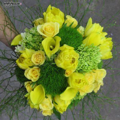 http://www.lemienozze.it/gallerie/foto-fiori-e-allestimenti-matrimonio/img31707.html Bouquet sposa di rose gialle