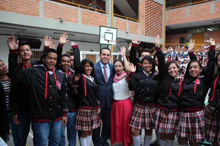 Entrega de chaquetas Prom 2015 a los alumnos de la I.E Juan Echeverri Abad