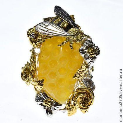 """Кольца ручной работы. Ярмарка Мастеров - ручная работа. Купить """"Напоминание о лете"""" кольцо с резным янтарем, цветами и пчелой. Handmade."""