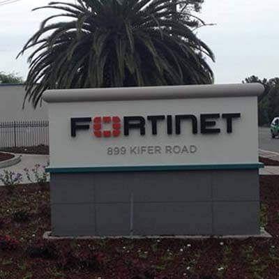 América Latina sufrió más de 190 millones de ataques de intrusión a archivos remotos y servidores durante el tercer trimestre de 2015 Debido al número de ciber ataques en la región, Fortinet ofrece el mejor entrenamiento a los expertos en seguridad a través del noveno evento anual Xtreme Team. Fo