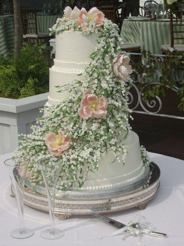 Unique Big Wedding Cake With Big Cake 3 Wedding Cake Image