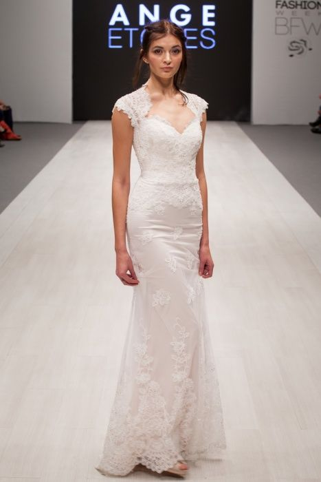 Simple, vintage, lace wedding dress 'Larenca' with sweetheart neckline. Alter Ego collection from Ange Etoiles.