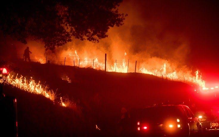 Μαίνονται οι πυρκαγιές στην Καλιφόρνια