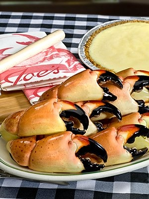 Joe's Stone Crab Stone Crab & Key Lime Pie Dinner = heaven in south beach