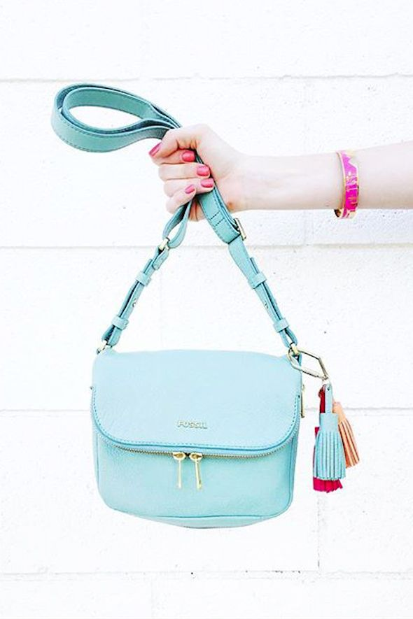 A bright;y blue crossbody and a tassel bag charm to accompany it? We love @theuncommonplace's #fossilstyle!