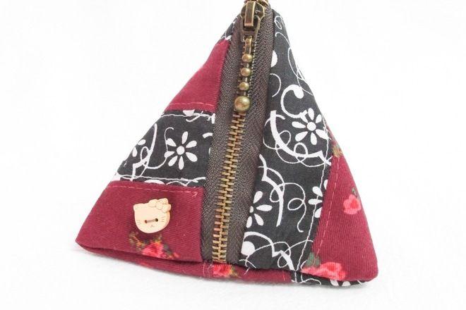 Handmade Triangle Zipper Pouch - S$14.90